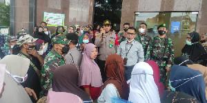 Polisi Bubarkan Kerumunan di Bank Aceh