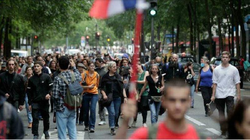 Kemendagri Perancis: 121 Ribu Warga Demonstrasi Protes Paspor Kesehatan