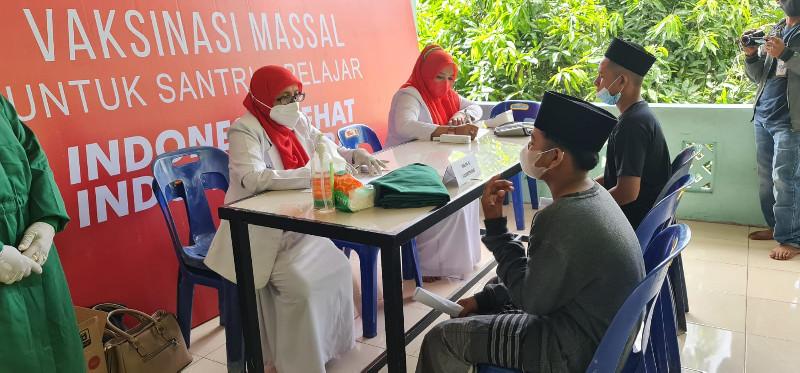 Binda Aceh Gelar Vaksinasi Covid-19 Untuk Santri dan Masyarakat Aceh Besar