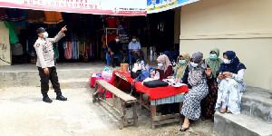 Polisi Ajak Pedagang dan Kaum Ibu di Pasar Inpres Ikut Vaksinasi
