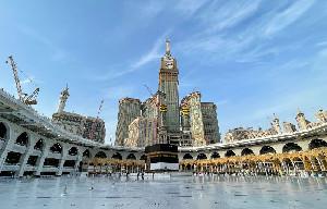 Arab Saudi Cabut Aturan Jaga Jarak di Masjidil Haram