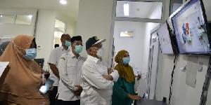 Tinjau Ruang Rawatan Pinere RSUDZA, Sekda Aceh Beri Semangat Kepada Petugas Kesehatan