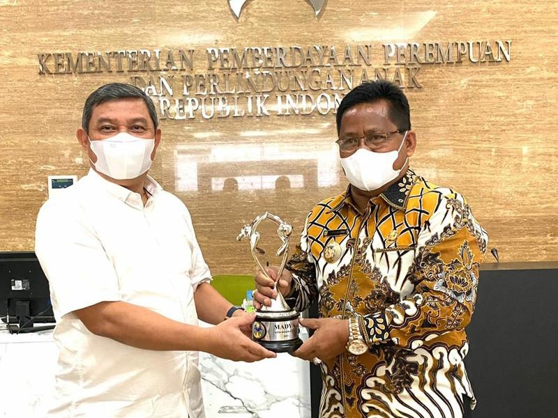 Pemko Banda Aceh Terima Dua Penghargaan dari Menteri PPPA-RI